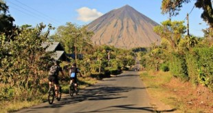 Flores Cycling Tours in bicicletta nell'isola